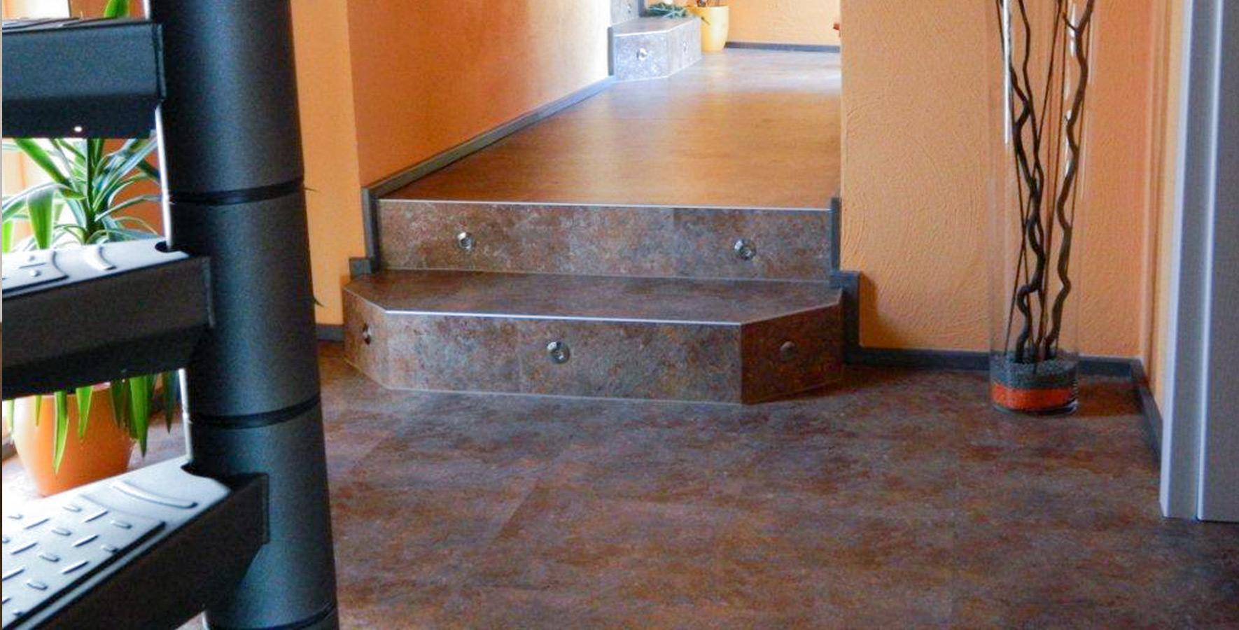 Designbelag > Treppe beklebt, beleuchtet
